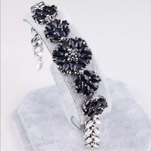Gorgeous bracelet with black gem flowers